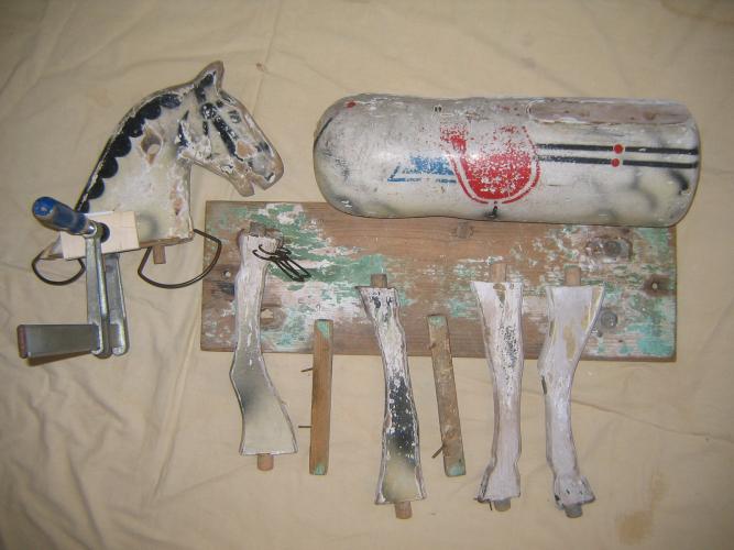 Holzschnitzer- Restaurierungantikes Schaukelpferd
