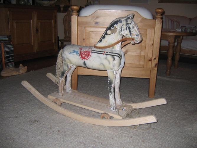 Holzschnitzer- Restaurierung restauriertes Schaukelpferd