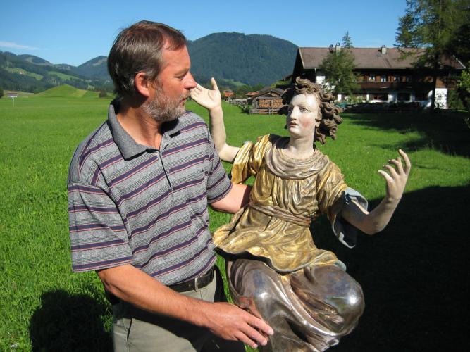 Holzschnitzer- Restaurierung restaurierte Hand - Engel
